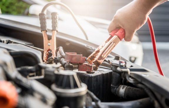 Gebrauch eines Fahrzeugs/Betriebsgefahr eines Fahrzeugs bei Starthilfe/Überbrückung