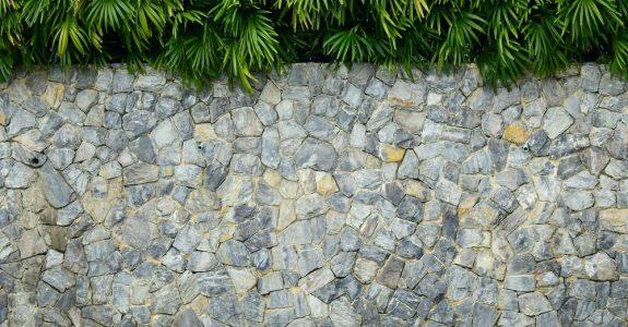 Beseitigungsanspruch einer Stützmauer an der Grundstücksgrenze