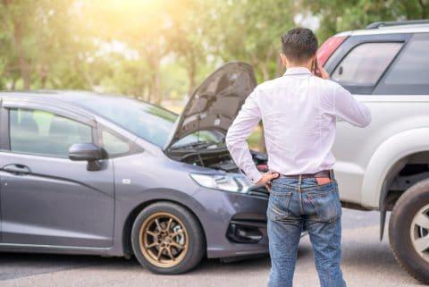 Verkehrsunfall - liegengebliebenes Fahrzeug - kein Warndreieck aufgestellt