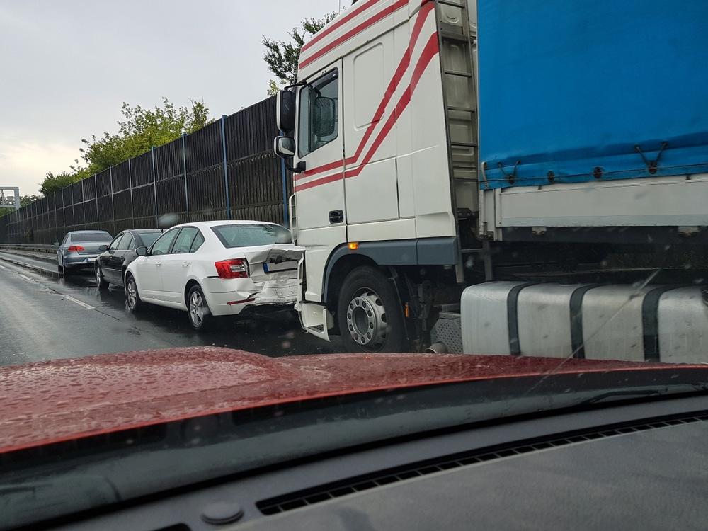 Auffahrunfall auf Autobahn – Haftungsverteilung