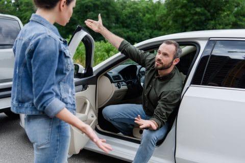 Verkehrsunfall – Bezeichnung des Klägers als hinterwäldlerischer Taugenichts - Schmerzensgelderhöhung