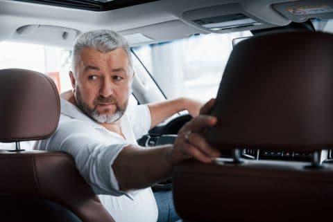 Verkehrsunfall - Rückwärts-Ausfahren aus einer Grundstücksausfahrt