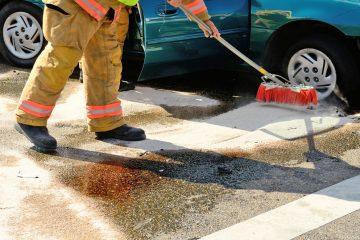 Verkehrsunfall – Kosten für Beseitigung ölhaltiger Betriebsstoffe