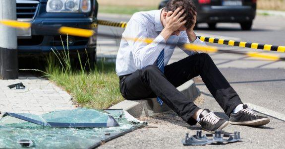 Verkehrsunfall - Kollision eines Linksabbiegers mit einem Geradeausfahrenden
