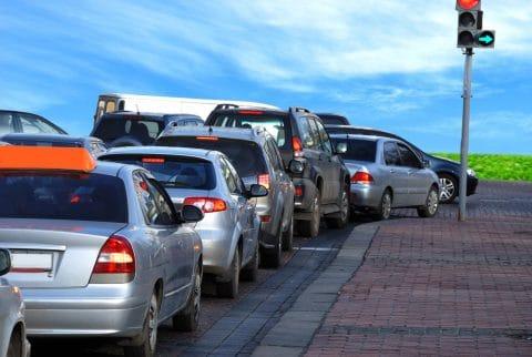 Verkehrsunfall im Bereich zwischen Haltelinie und ampelgeregelter Kreuzung