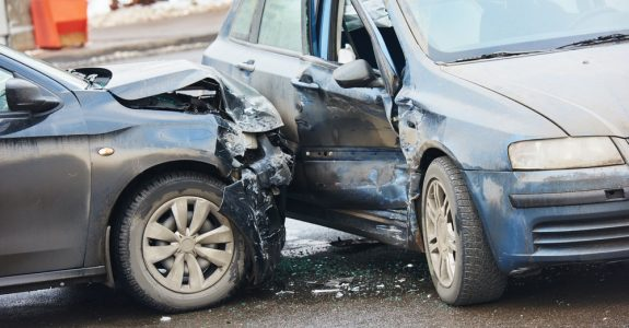 Verkehrsunfall beim parallelen Abbiegen nach rechts - Haftungsverteilung