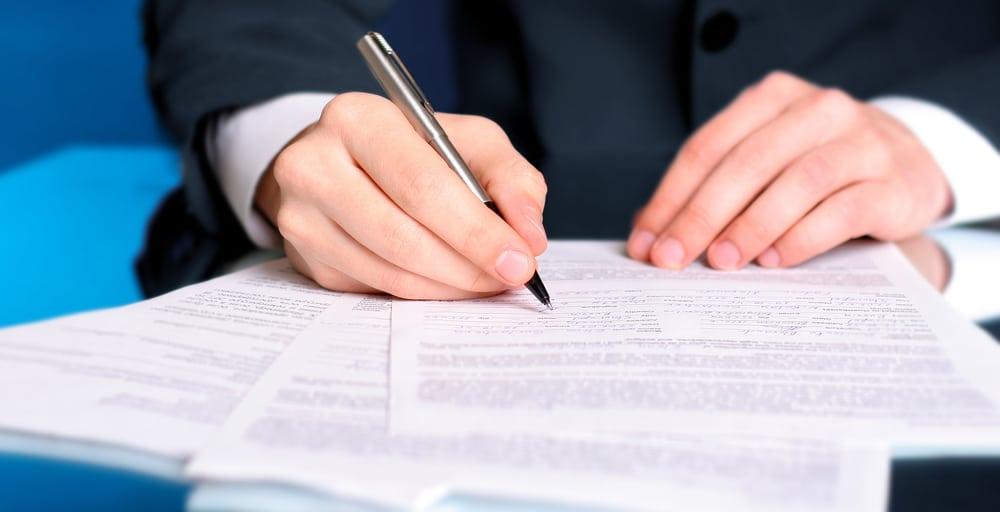 Abändernde Angebotsannahme mit handschriftlichen Ergänzungen