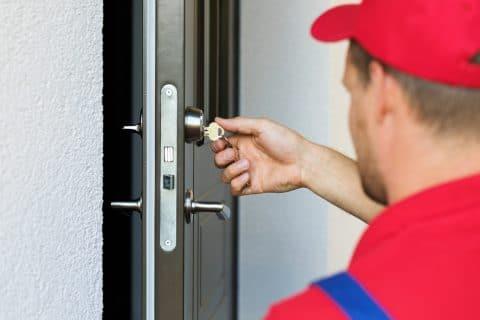 Beendigung eheähnliche Lebensgemeinschaft - vorläufiges Verlassen der Wohnung – Auswechseln der Schlösser