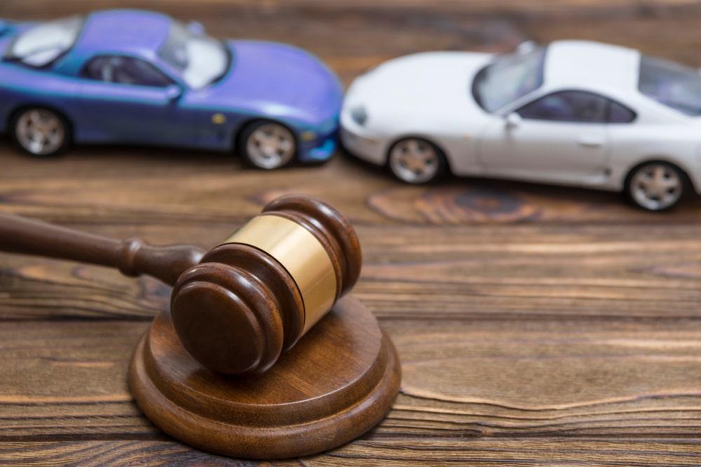 Verkehrsunfall - Rechtsanwaltskostenersatz bei Inanspruchnahme der eigenen Kfz-Kaskoversicherung