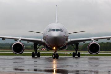 Fluggastrechte bei Flugverspätung – Beschädigung eines geparkten Flugzeugs