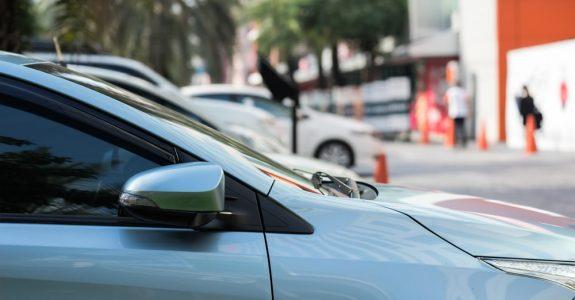 Verkehrsunfall - Vorfahrtsverletzung auf einem öffentlichen Parkplatz