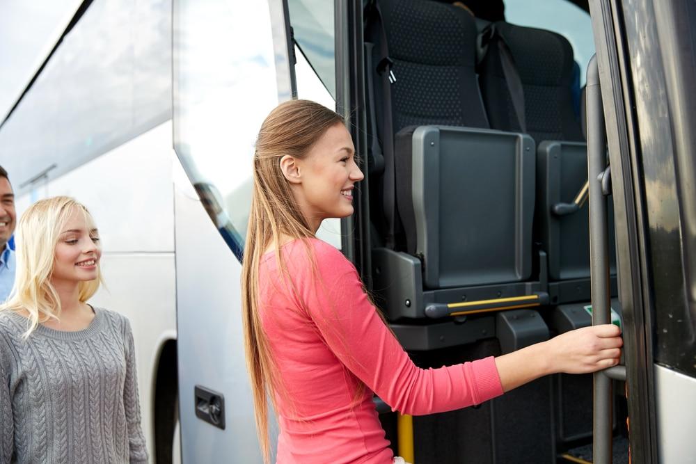 Sturz in Linienbus aufgrund starker Bremsung - Schmerzensgeldanspruch