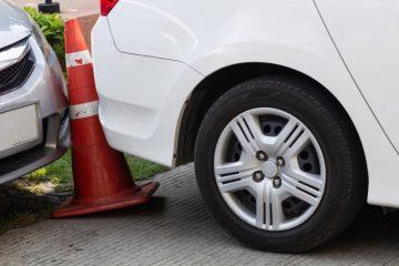 Verkehrsunfall – Parkplatzunfall zwischen zwei rückwärts ausparkenden Fahrzeugen