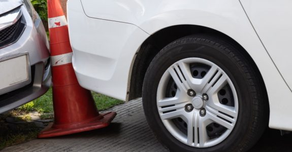 Verkehrsunfall - Parkplatzunfall zwischen zwei rückwärts ausparkenden Fahrzeugen