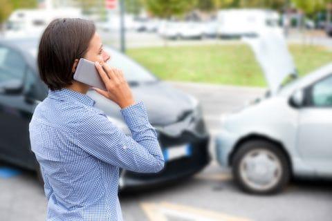 Verkehrsunfall -  Vorfahrtsverletzung auf Kläger- und Sorgfaltspflichtverletzung auf Beklagtenseite