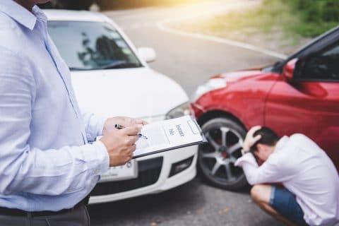 Verkehrsunfall - Einfahren vom Parkstreifen auf die Fahrbahn