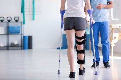 Private Unfallversicherung – unfallbedingte Versteifung eines Beines