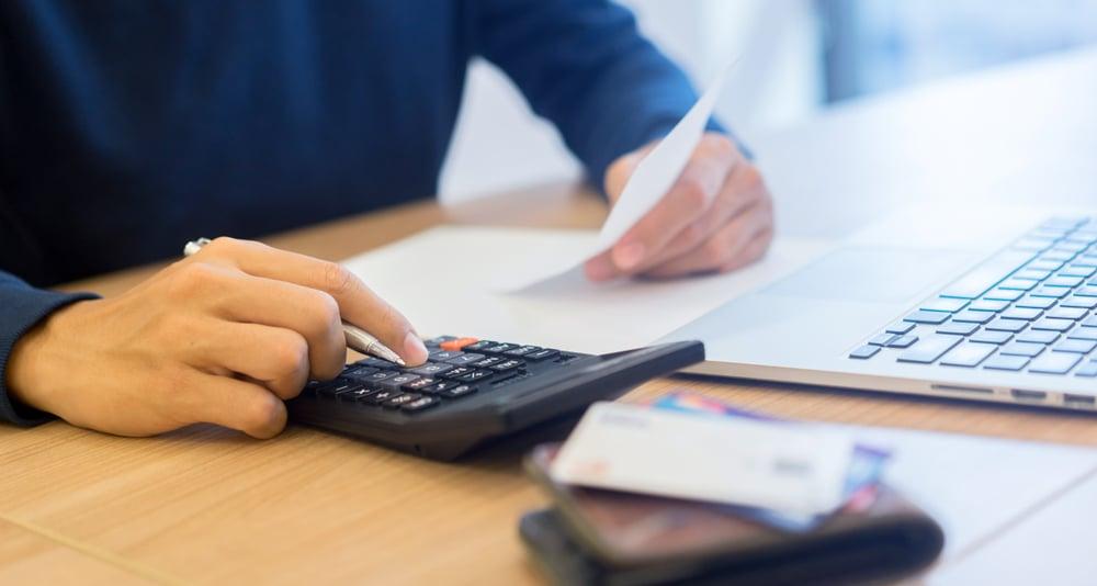 Kaufvertragsrücktritt bei Ausstellungsverweigerung einer Rechnung mit Umsatzsteuerausweis