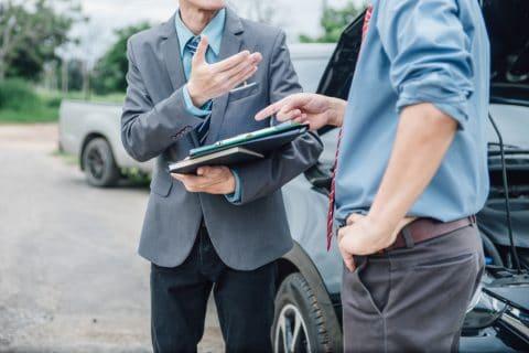 Verkehrsunfall - Schadensmeldung bei einem gestellten Unfall