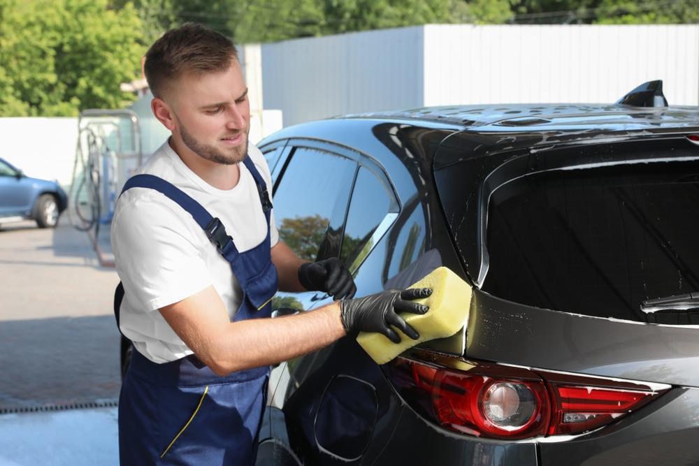 Verkehrsunfall - Erstattungsfähigkeit von Handling- und Fahrzeugreinigungskosten