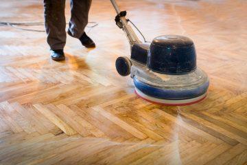 Fehlerhafte Behandlung eines Parkettfußbodens durch Fachunternehmen – Schadensersatz