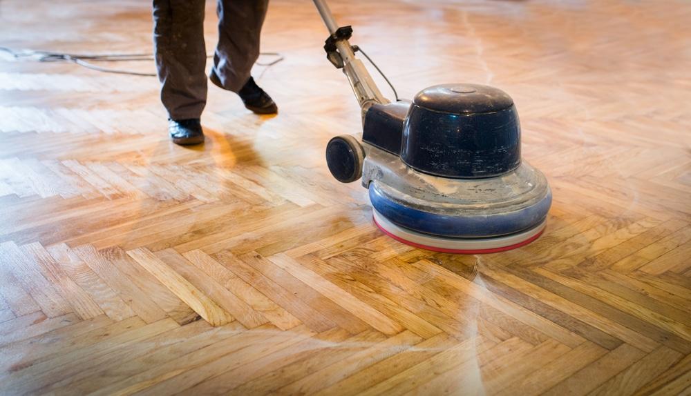 fehlerhafte Behandlung eines Parkettfußbodens durch Fachunternehmen - Schadensersatz