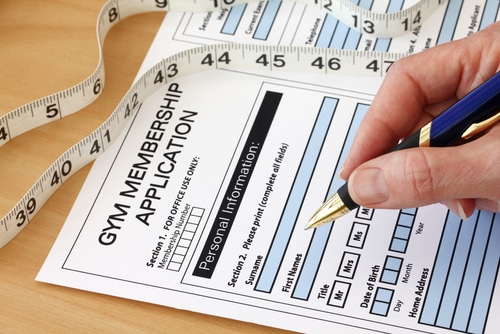Fitnessstudiovertrag -formularmäßig vereinbarte Vorfälligkeitsklausel bei Zahlungsverzug