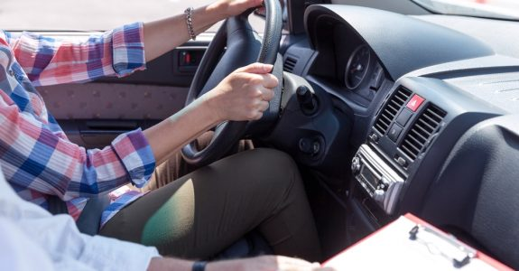 Verkehrsunfall - Kostenerstattung bei Anmietung eines Fahrschulersatzfahrzeugs