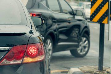 Verkehrsunfall – Pflicht zum Spurhalten bei parallelem Abbiegen