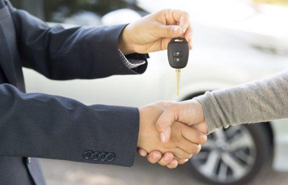 Fahrzeugkaufvertrag - arglistiges Verschweigen eines Mangels