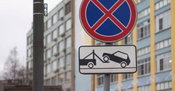 Verkehrsunfall - Mithaftung wegen Parken im absoluten Halteverbot