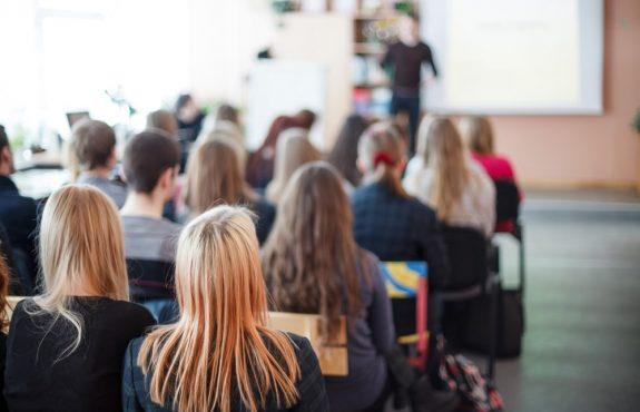 Unruhe im Prüfungsraum aufgrund eines Klausurdiebstahls – Rügeobliegenheit