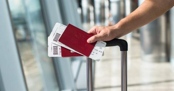 Luftbeförderungsvertrag - Wirksamkeit einer Klausel über die Fälligkeit des Flugpreises