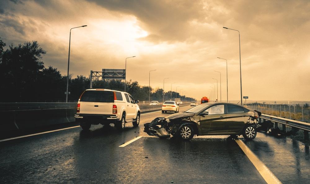 Verkehrsunfall - Kollision bei Überholvorhaben und Fahrstreifenwechsel auf Autobahn