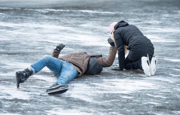 Haftung bei Eislaufunfall - Zusammenprall beim Überholen