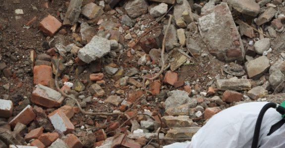 Schadenersatz für Asbestverseuchung einer Baustelle bei Abbrucharbeiten