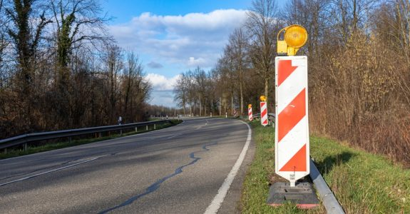 Betriebsgefahrentfall bei bewusster Bildung eines Hindernisses auf der Fahrbahn