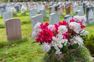 Umbettung eines Verstorbenen – widersprechender Angehöriger zur Umbettung