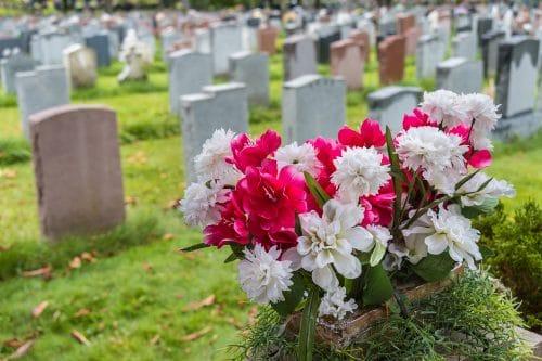 Umbettung eines Verstorbenen - widersprechender Angehöriger zur Umbettung