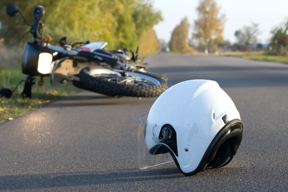 Motorradfahrersturz wegen auf der Fahrbahn befindlichen Rollsplitts - Verkehrssicherungspflichtverletzung