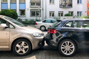 Parkplatzunfall – Kollision bei Ausparkvorgang
