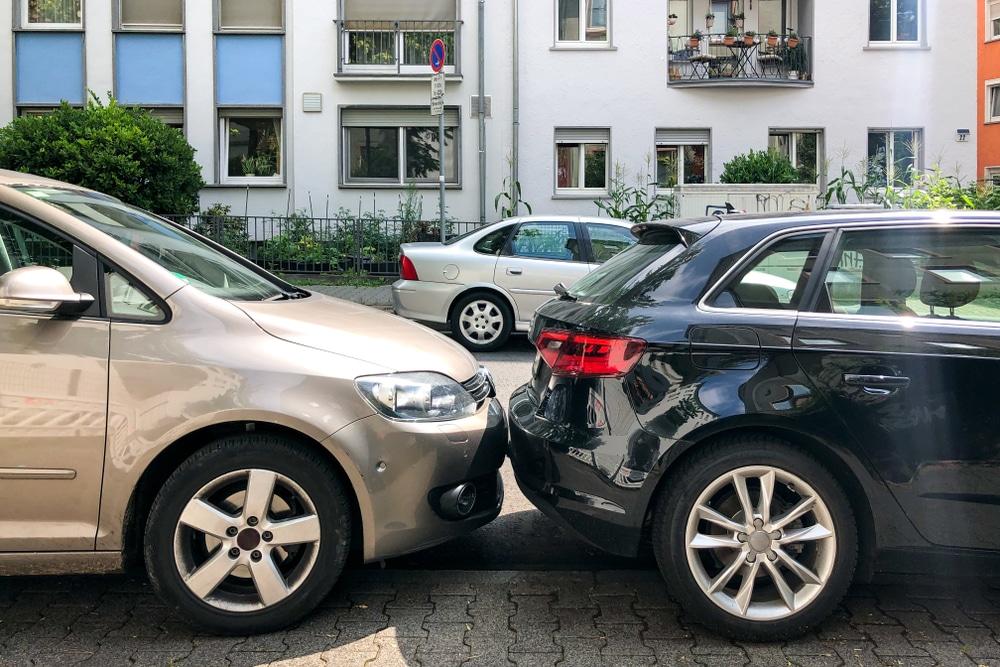 Parkplatzunfall - Kollision bei Ausparkvorgang