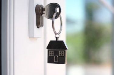 Wohnungskaufvertrag - erhöhte Baukosten aufgrund verspäteter Zahlung des Käufers