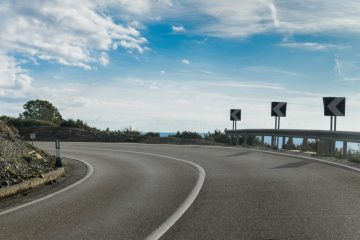 Verkehrsrecht – Anscheinsbeweis bei Unfall in einer Kurve