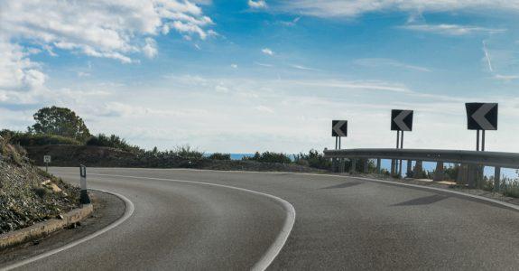 Verkehrsrecht - Anscheinsbeweis bei Unfall in einer Kurve