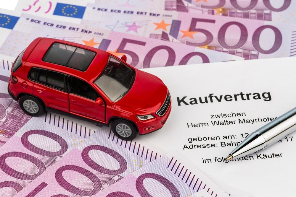 Gebrauchtfahrzeugkauf - Rücktritt bei verweigerter Ausstellung einer ordnungsgemäßen Rechnung