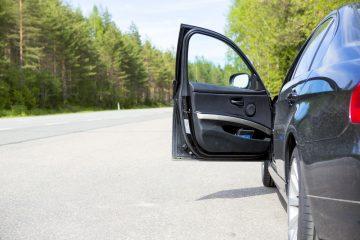 Verkehrsunfall – Haftungsverteilung bei Kollision mit der geöffneten Fahrertür eines geparkten Pkw