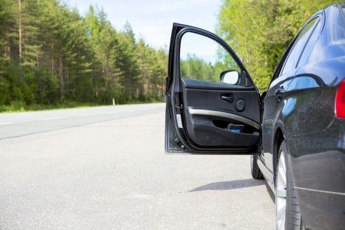 Haftungsverteilung bei Kollision mit der geöffneten Fahrertür eines geparkten Pkw