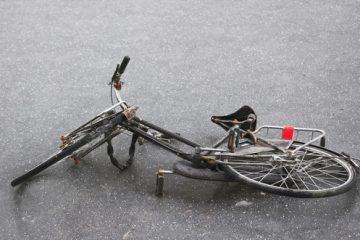 Fahrradfahrer – Glatteisunfall bei einzelner Glättestelle auf Straße