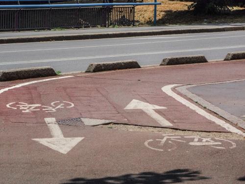 Verkehrssicherungspflichtverletzung - muldenartige Vertiefung auf einem Radweg